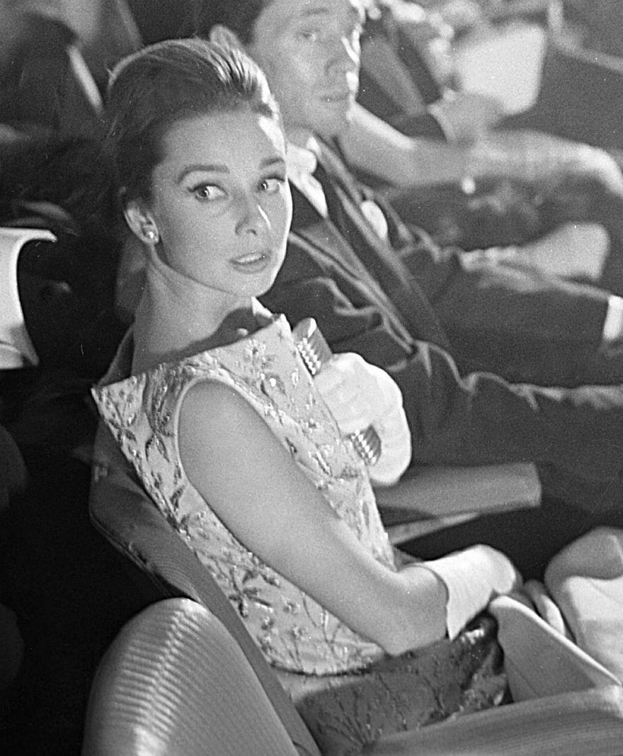 audrey hepburn at the nun s story premiere in rome october 8th 1959 muse vintage. Black Bedroom Furniture Sets. Home Design Ideas