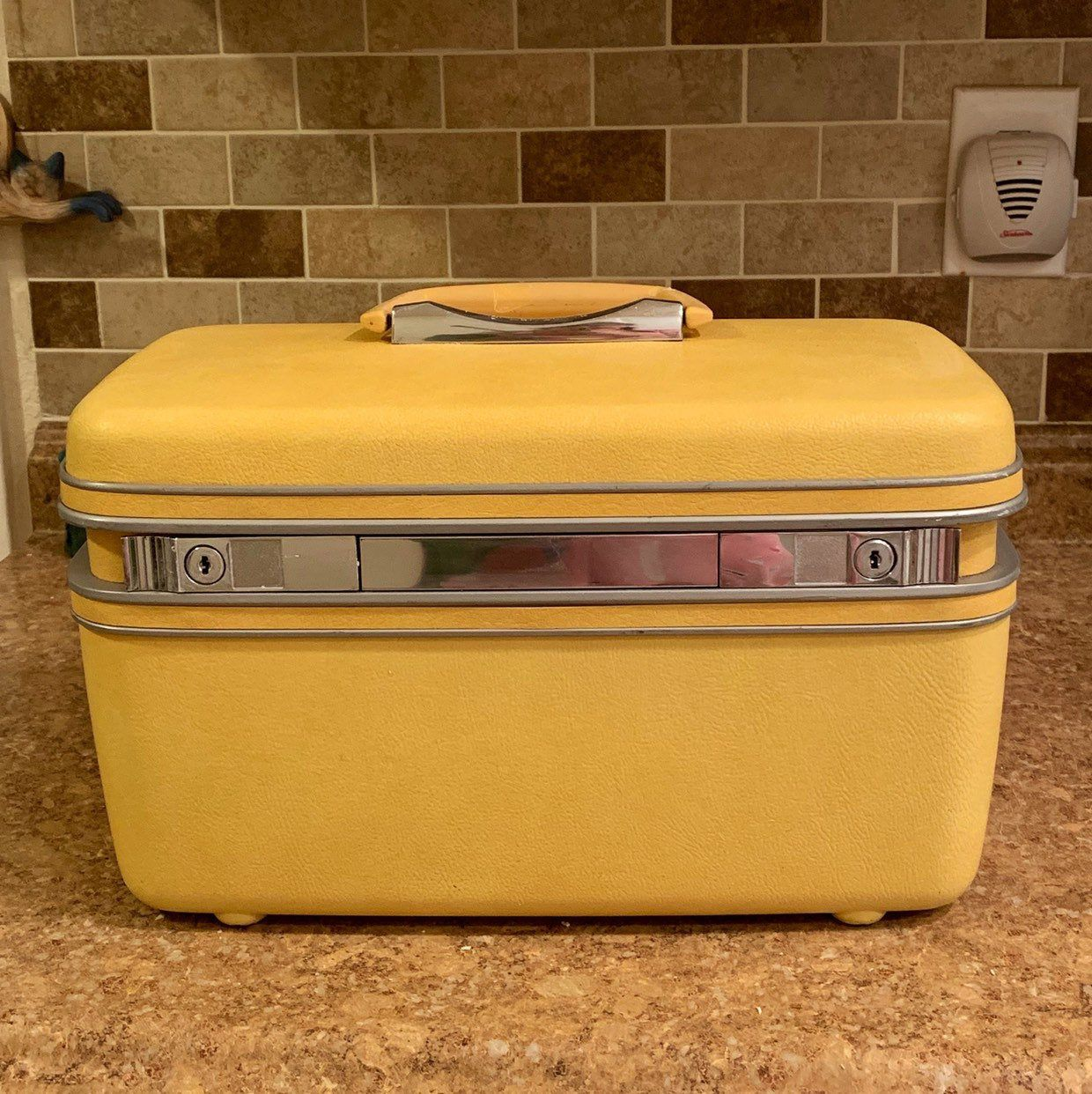 Excited To Share This Item From My Etsy Shop Vintage Midcentury Samsonite Silhouette Yellow Train Cas Vintage Train Case Vintage Luggage Vintage Suitcases