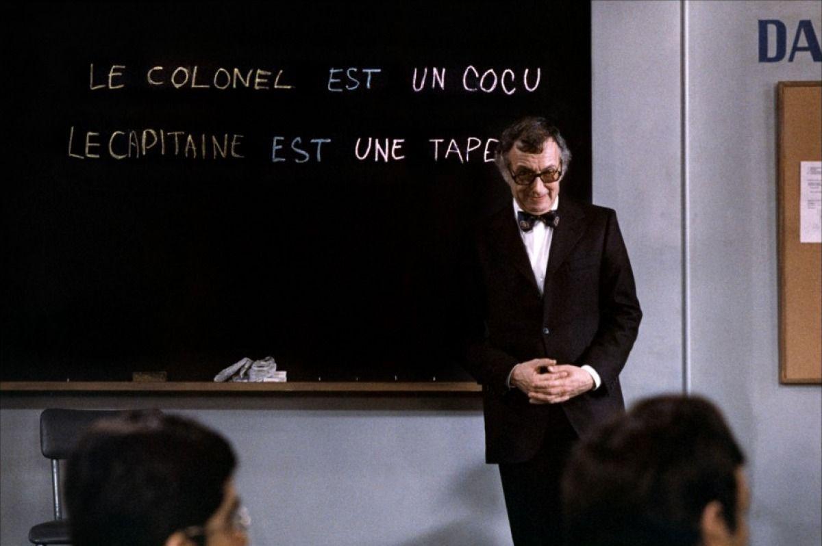 Le Fantôme de la liberté  tags : professeur, classe, tableau noir, graffitis, insultes