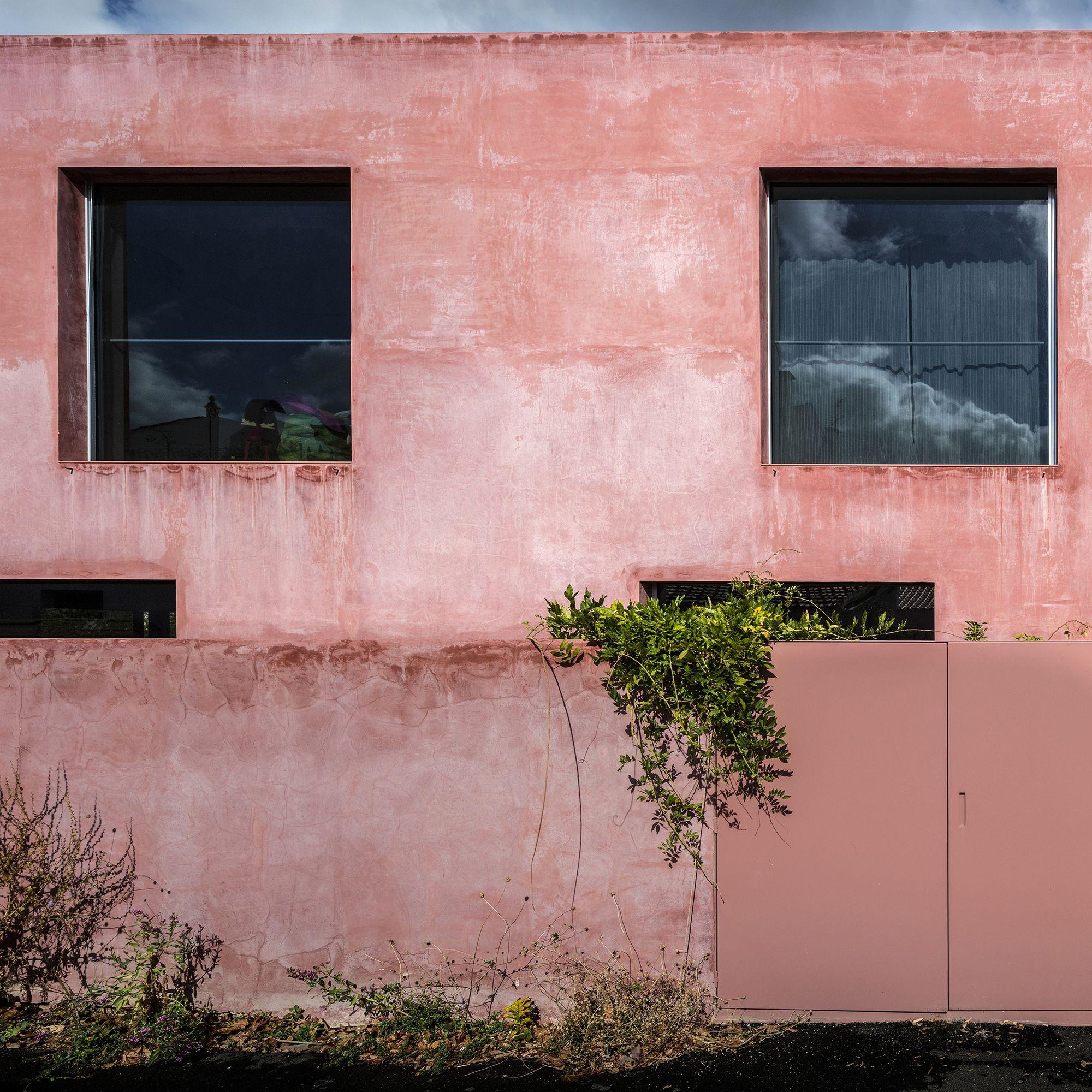 Raumwunder In Alten Mauern Wohnhaus In Azeitao Rote Hauser Wohnhaus Fassade
