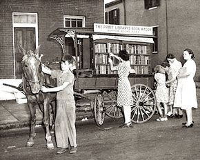 The first book wagon of Enoch Pratt Free Library 1943