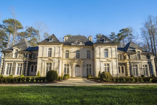 Set On A Buckhead Estate The 2013 Atlanta Symphony Decorators Show House Gardens Is A Grand Chateau Inspired By The Show Home Limestone House Luxury Garden