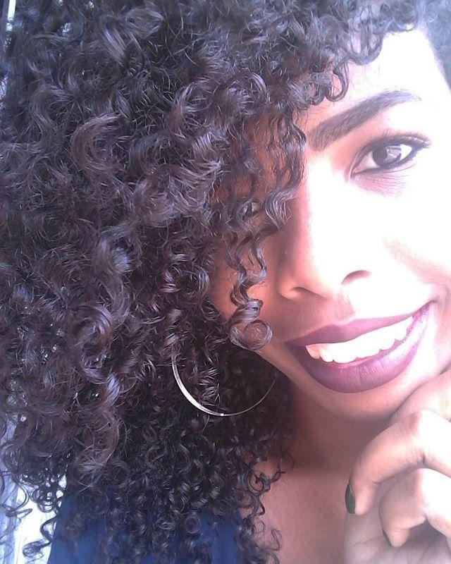 - Ás vezes o melhor a se fazer é #sorrir 😆😆 #gratidão #happy #cachos #molinhas #semfiltro #blogger #vidadeblogueira #youtubegirl #subscribe