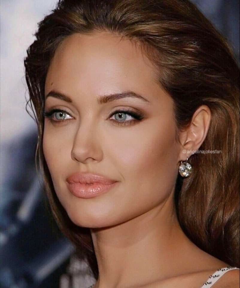 Pin by Aro on Celeb-ulous in 2020 | Angelina jolie makeup ...