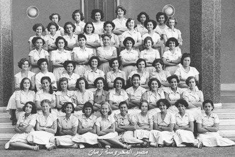 طالبات الكلية الإنجليزية للبنات كلية النصر للبنات حاليا الإسكندرية سنة ١٩٥٠م من أشهر خريجات الكلية في فترة الا Egypt History Alexandria Egypt Old Egypt