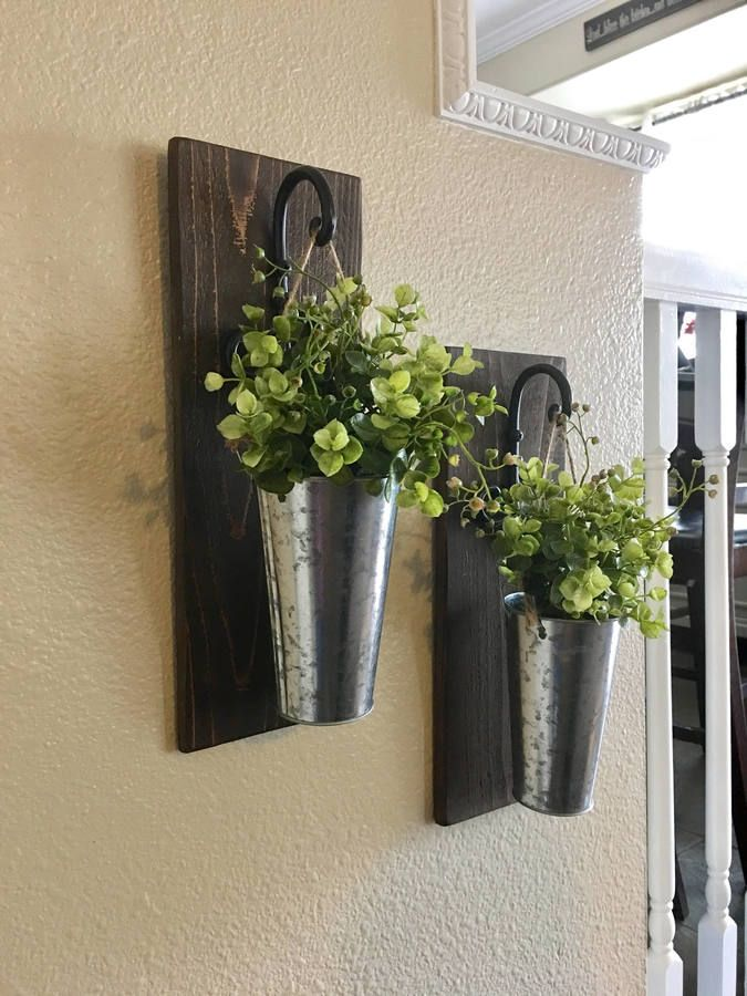 Hanging Galvanized Pail Sconces With Flowers Looking Rusticstyle Walldecor Ideas These Sconces Just The Right Touch For Your Farmho 壁掛け グリーン 部屋 インテリア 壁掛け