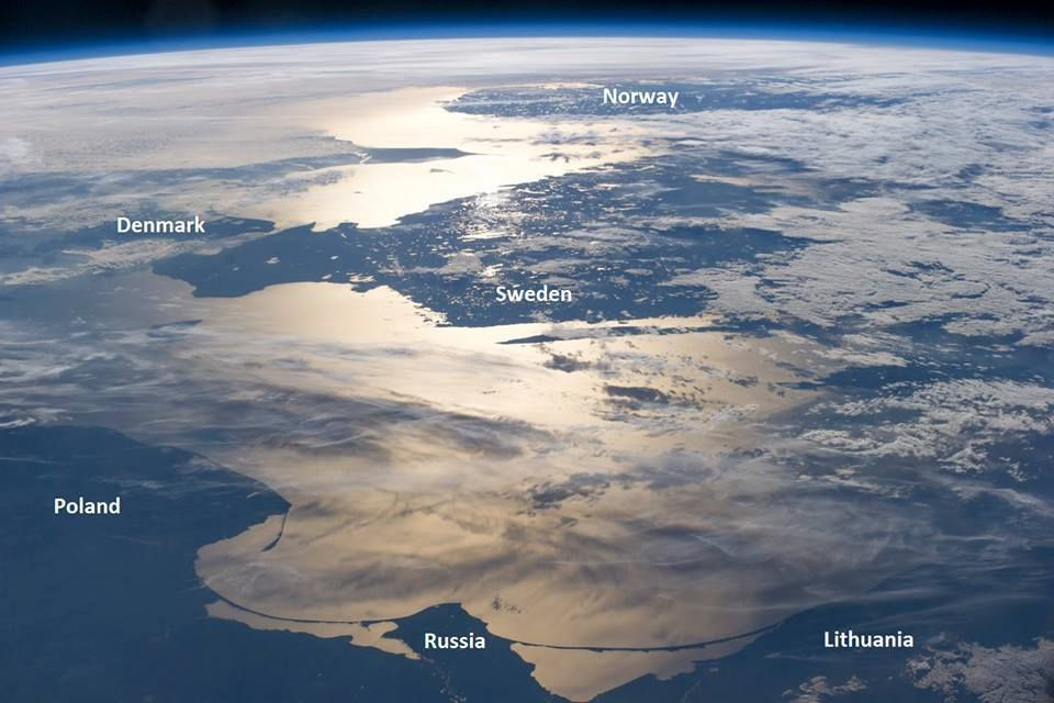 Astonishing! This is how the Baltic Sea looks like from space, with #Lithuania at the bottom right corner.