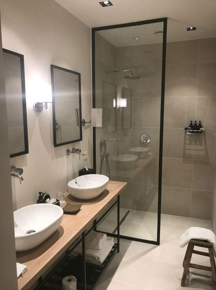 Mooie moderne industriële badkamer inspiratie met zwart staal #badkamerinspiratie