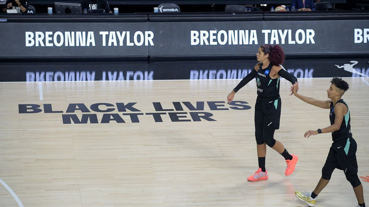 Wnba Athletes Continue To Make It Clear That They Are All About Justice For Breonna Taylor Over The Weekend Members Of The Sea In 2020 Wnba National Anthem Swim Team