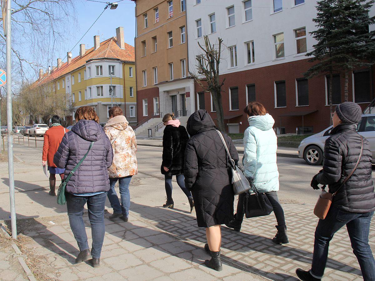 Экскурсионная группа на марше