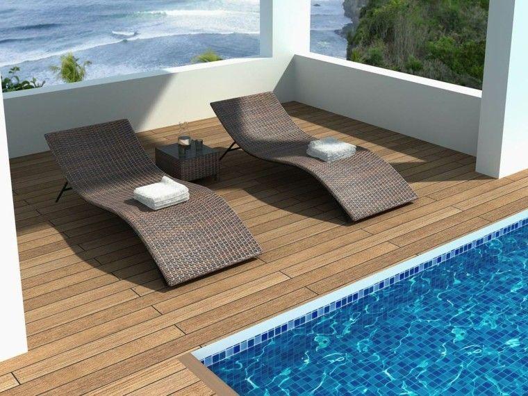 terraza con vistas y tumbonas de rattan
