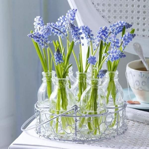 fr hlingshafte blumenarrangements glas flieder farben blau. Black Bedroom Furniture Sets. Home Design Ideas