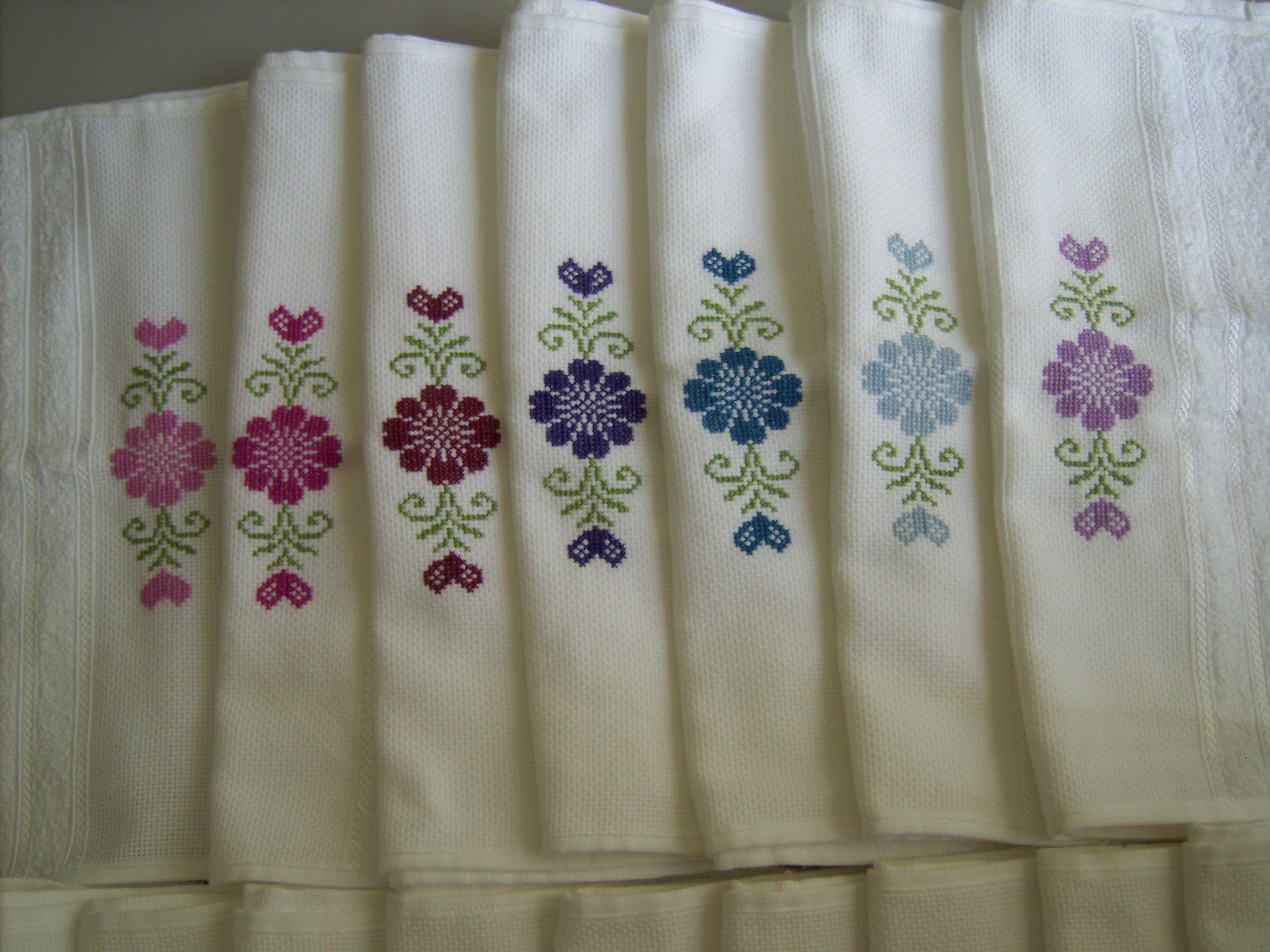 Toalhas de lavabo bordadas em ponto cruz - cores frias (2010)