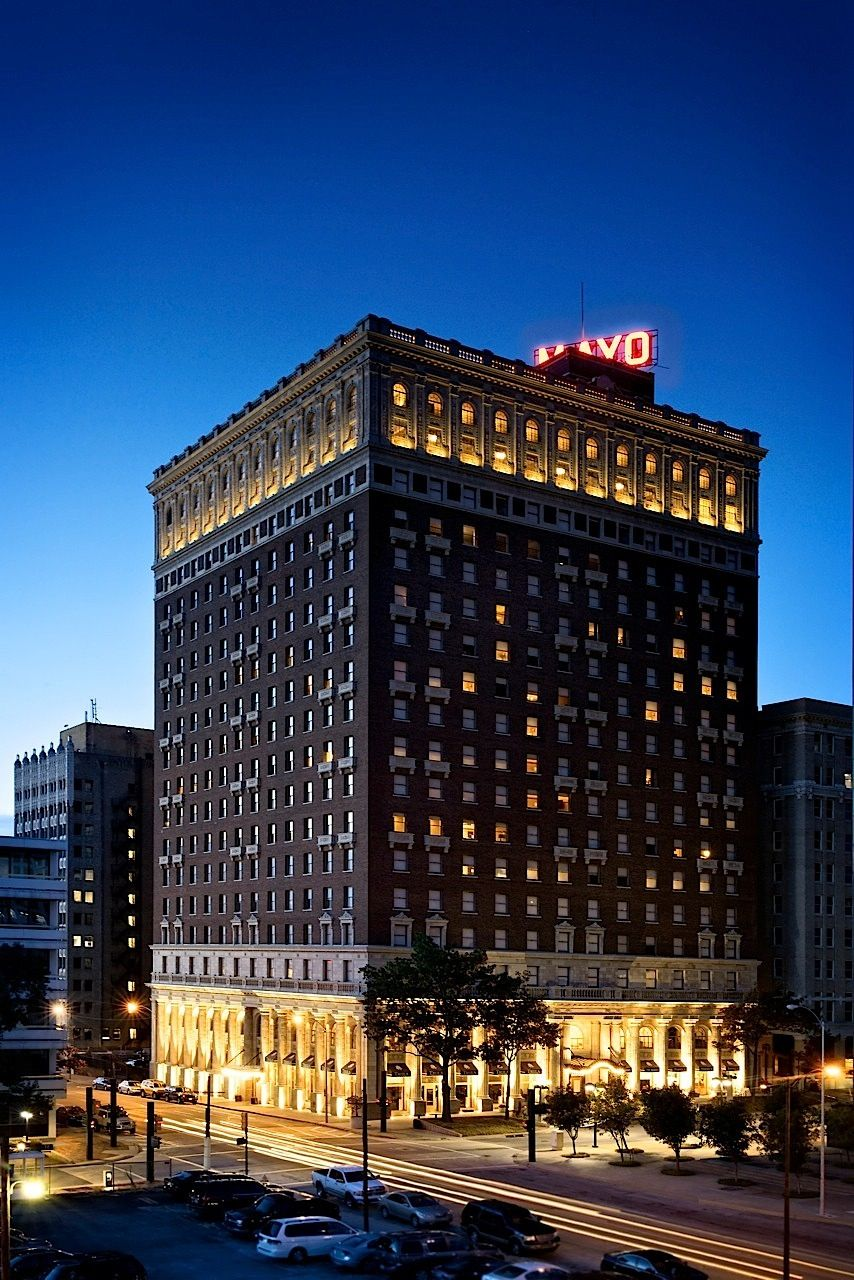 Tulsa Ok The 19 Story Art Deco Mayo Hotel Was The Tallest