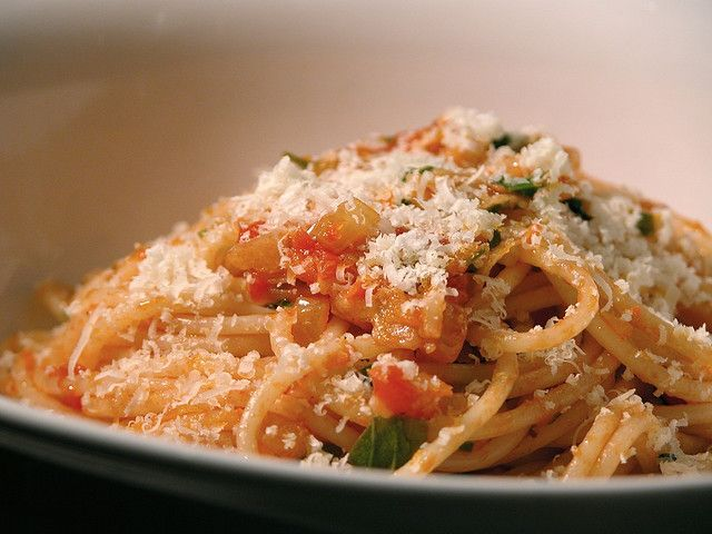Spaghetti with a basic tomato sauce by The Second Pancake, via Flickr