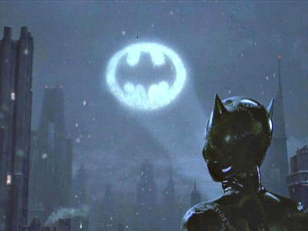 Catwoman Looking At Bat Signal Catwoman Looks At Bat Signal Wallpaper 1024 768 Catwoman Batman Wallpaper Wallpaper