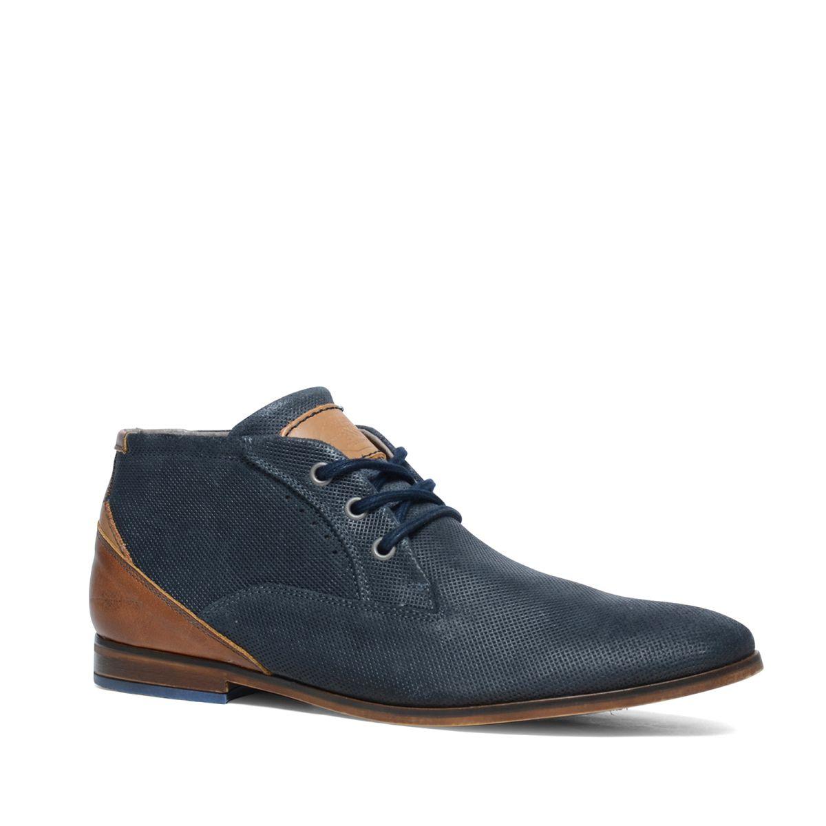 Blauwe veterboots met cognac hiel  Description: Blauwe veterschoenen van het merk Manfield. De schoenen zijn aan de binnenzijde en buitenzijde van leer. De dikkere veters geven de schoenen een sportieve uitstraling. Wat ook bijzonder is aan dit model is het geperforeerde detail over de gehele schoen. De maat valt normaal.  Price: 50.00  Meer informatie  #manfield