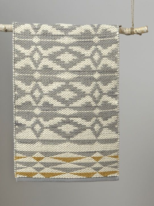 free tapis ethnique rversible gris ocre with tapis ethnique noir et blanc. Black Bedroom Furniture Sets. Home Design Ideas