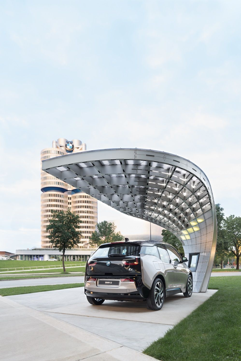 Solarchargingstation Point One S At Bmw Welt Zaryadka Naves Elektromobil