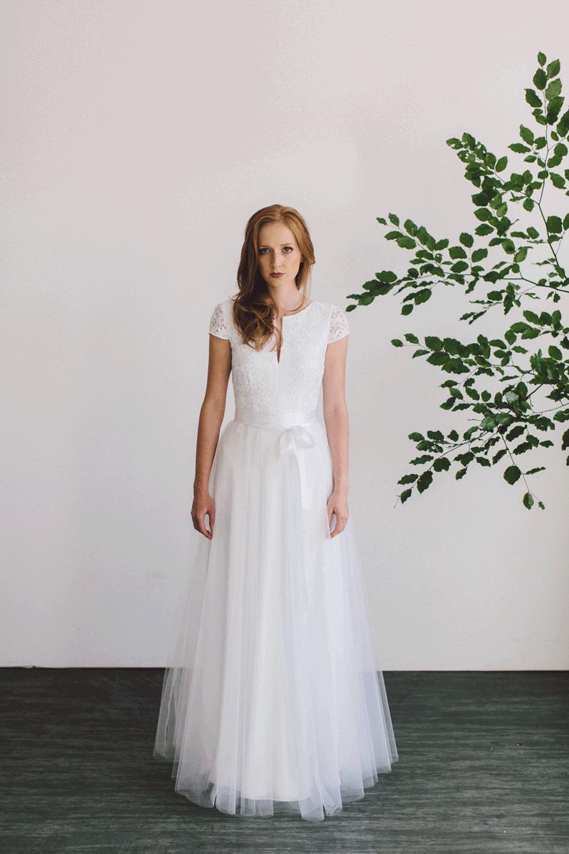 Brautkleid aus seide und spitze von nala bridal couture