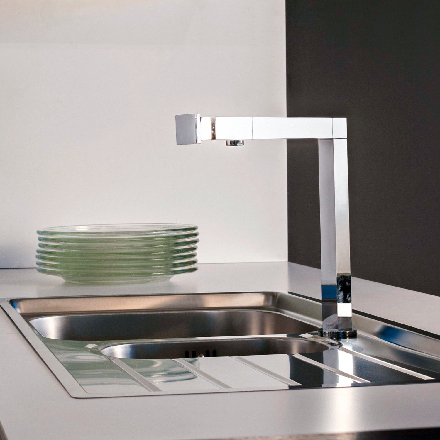 How to Choose A Kitchen Faucet Contemporary kitchen