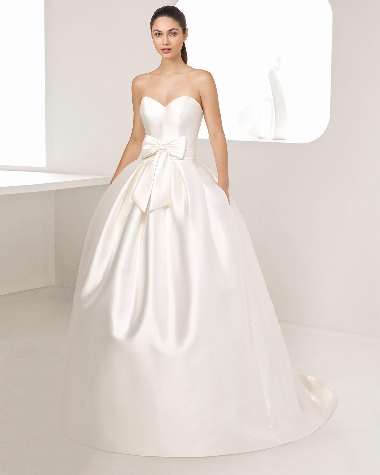 f6770a4fb2f9 Un abito stile principessa per lasciare senza parole tutti gli invitati. Lo  splendido tessuto di mikado ci permette di parlare di un abito di alta  moda