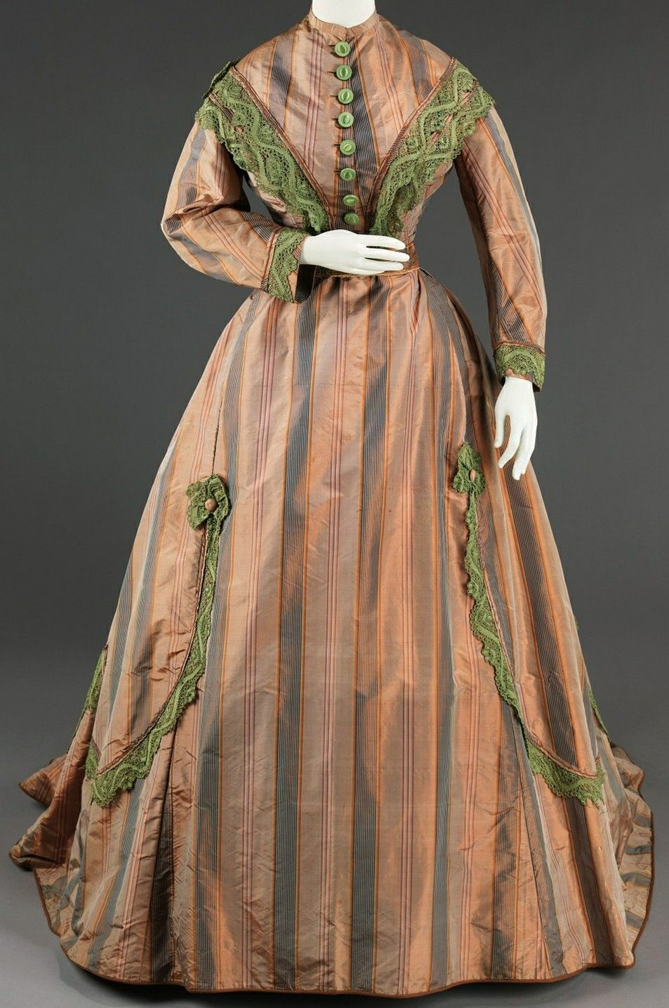Pin By Jessica Clair On 1860s Ballgown Project Old Fashion Dresses Historical Dresses Victorian Gowns [ 1435 x 953 Pixel ]