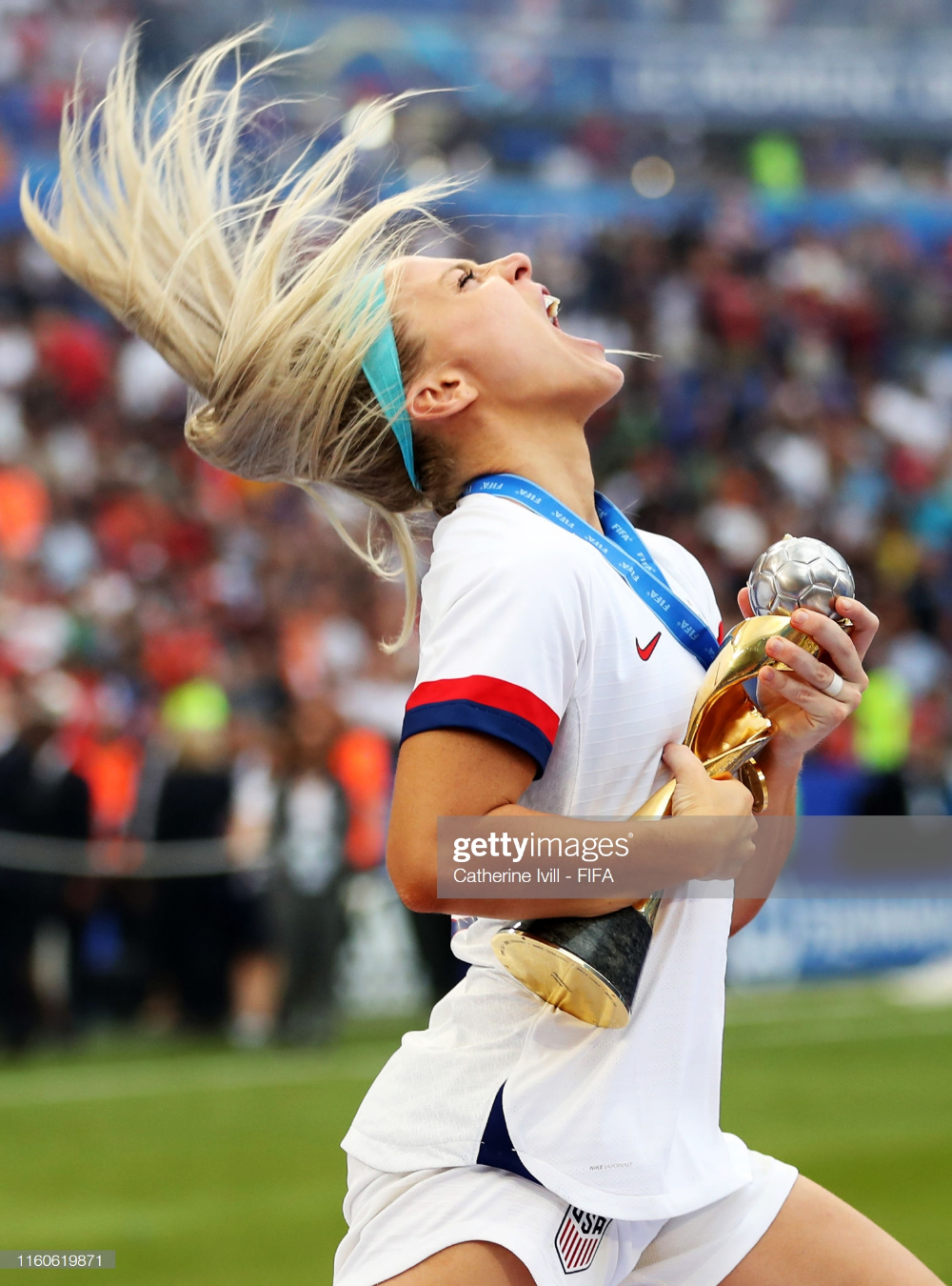 Julie Ertz Of The Usa Celebrates With The Fifa Women S World Cup Usa Soccer Women Usa Soccer Team Womens Soccer