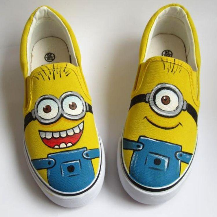 8a5a3a2c9 Barato Tamanho DA UE 18 44!! 25 Estilos!! Anime Figura Despicable Me Minion Sapatos  Pintados À Mão Sapatos Sapatas de Lona Das Mulheres Plus Size do doodle, ...