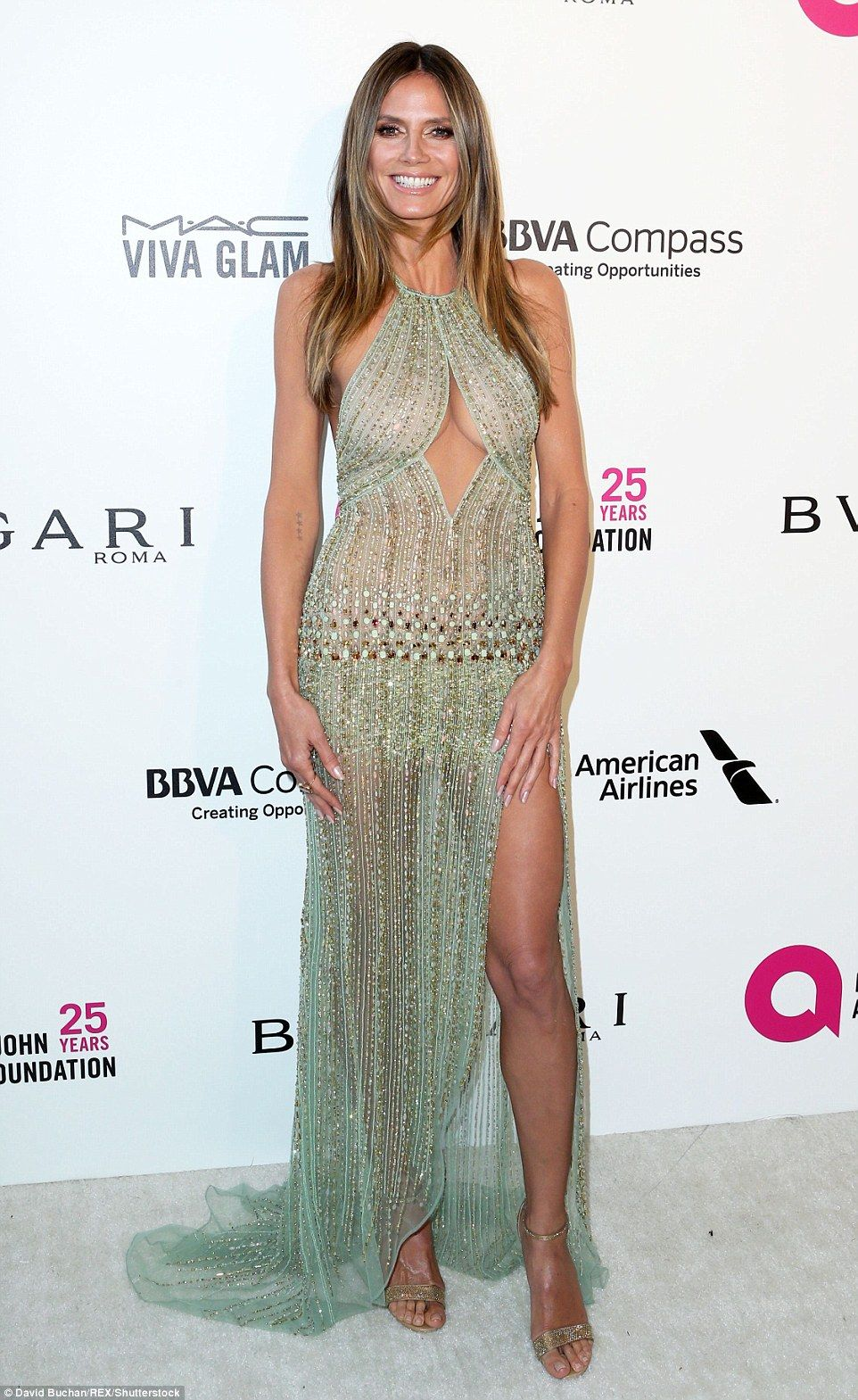 Heidi Klum flaunts figure for Elton John Oscars viewing party