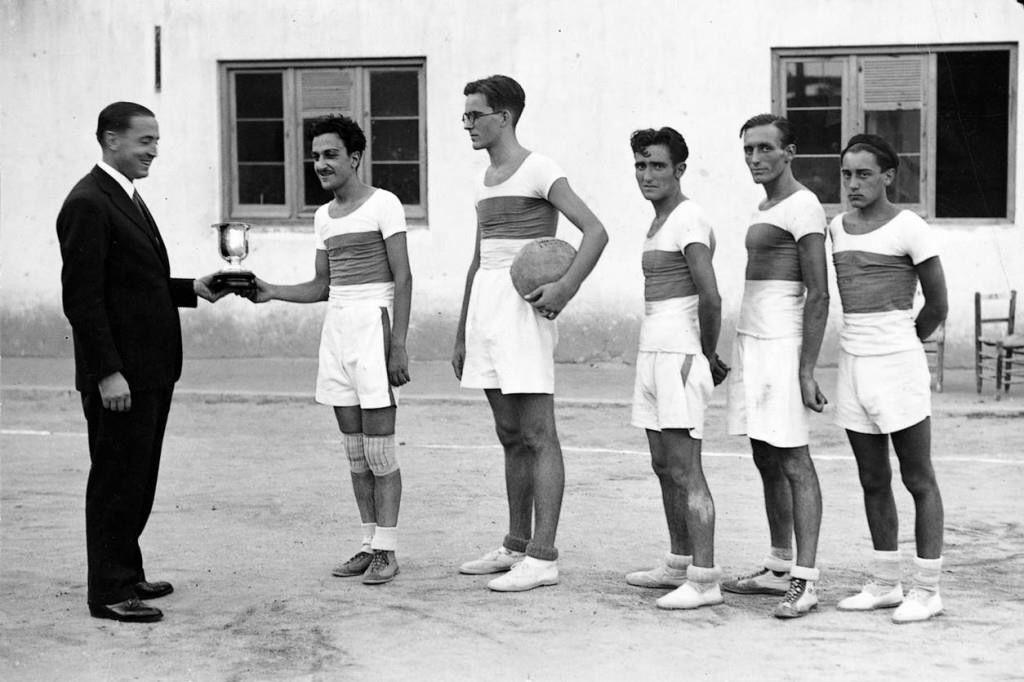 Bernabéu y el equipo de Baloncesto