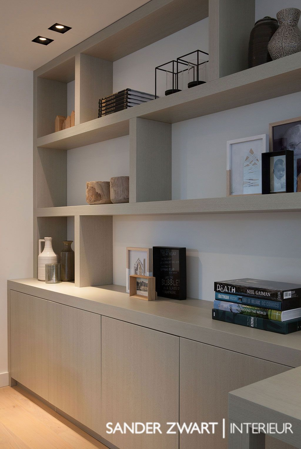 Excellent Use Of Space For A Desk Create A Home Office Area In Your Guest Room Space Clean And Organi Home Office Design Built In Bookcase Home Living Room #storage #shelf #living #room
