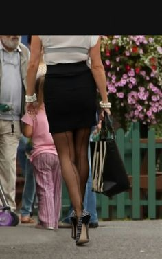 pin de dave taylor en stockings legs en 2020  linda