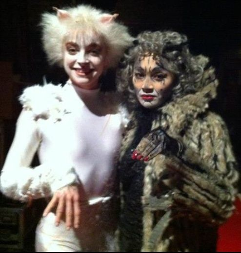 Victoria And Grizabella 3 Cats Musical Broadway History Musicals