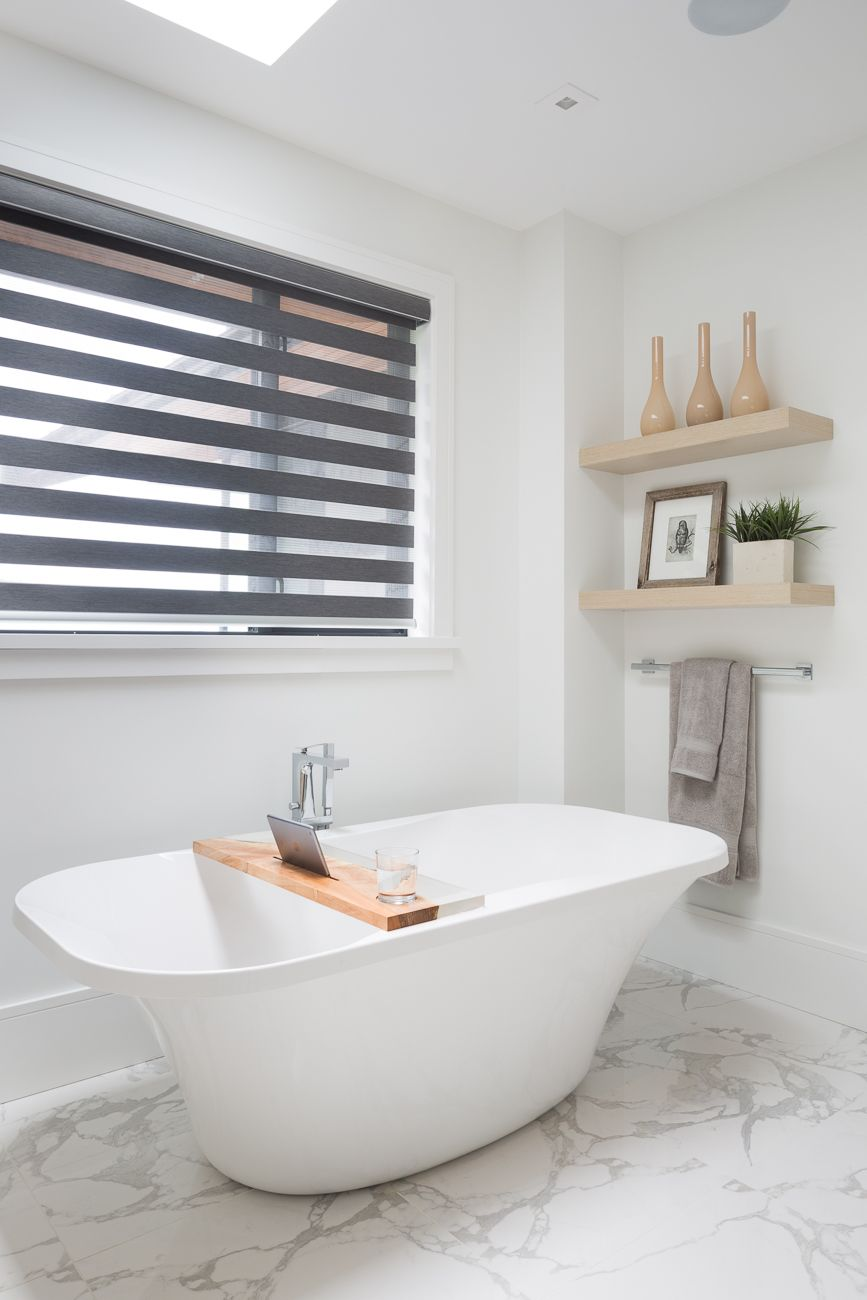 Who couldn\'t resist a soak in this fabulous free-standing tub. This ...