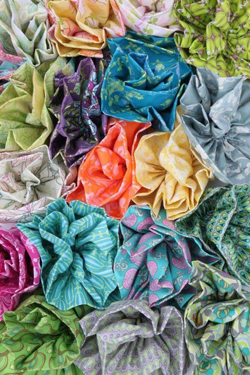 Fabric flowers tutorial - Pat Bravo