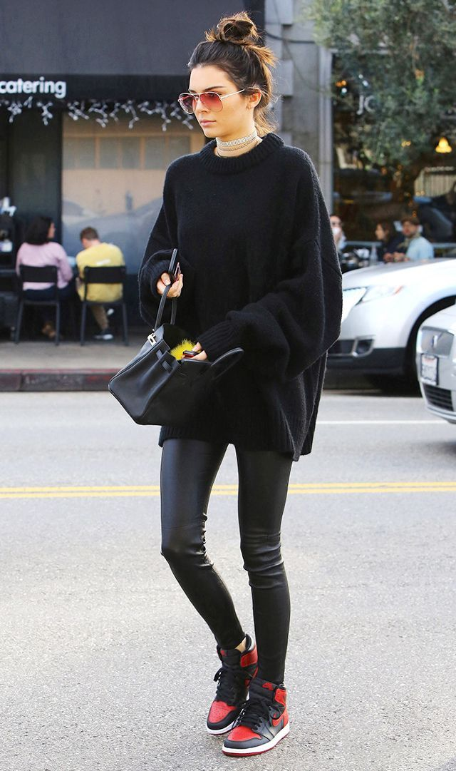 2264fb28cb0e The New Sneaker Style Celebs Are Wearing With Leggings in 2019 ...