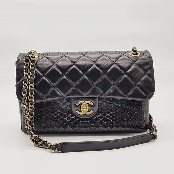 4900 wire. Preloved Chanel Urban Mix Flap Black Distessed