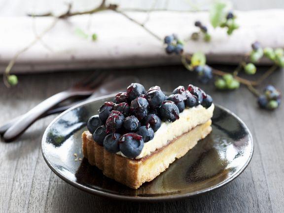 Heidelbeer-Buttercreme-Kuchen ist ein Rezept mit frischen Zutaten aus der Kategorie Beerenkuchen. Probieren Sie dieses und weitere Rezepte von EAT SMARTER!