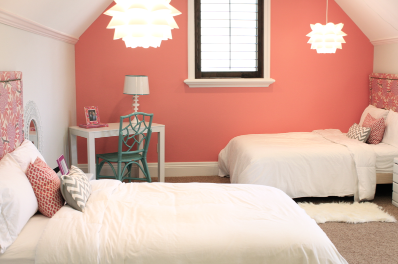Cute layout for two twin beds. love the color and fabric patterns