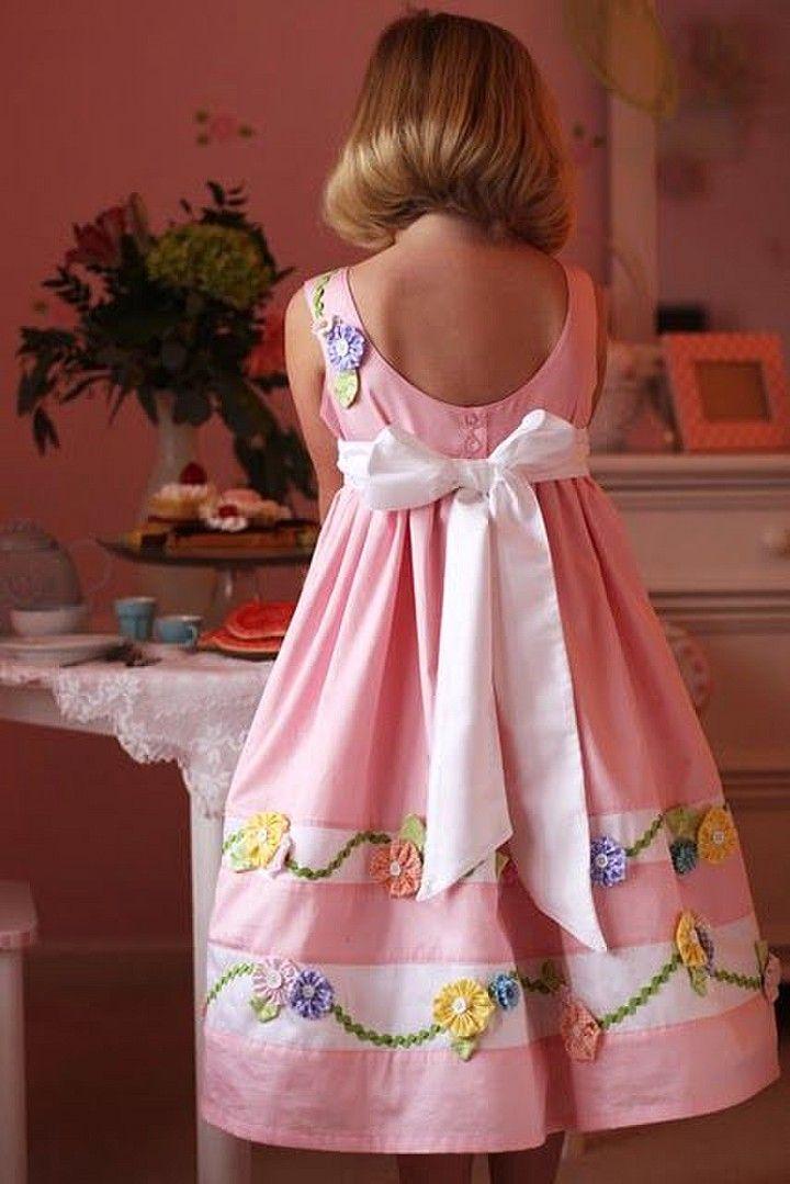 Free Girls Dress Pattern: Wee Wander Dress | Nähmaschinenabdeckungen ...