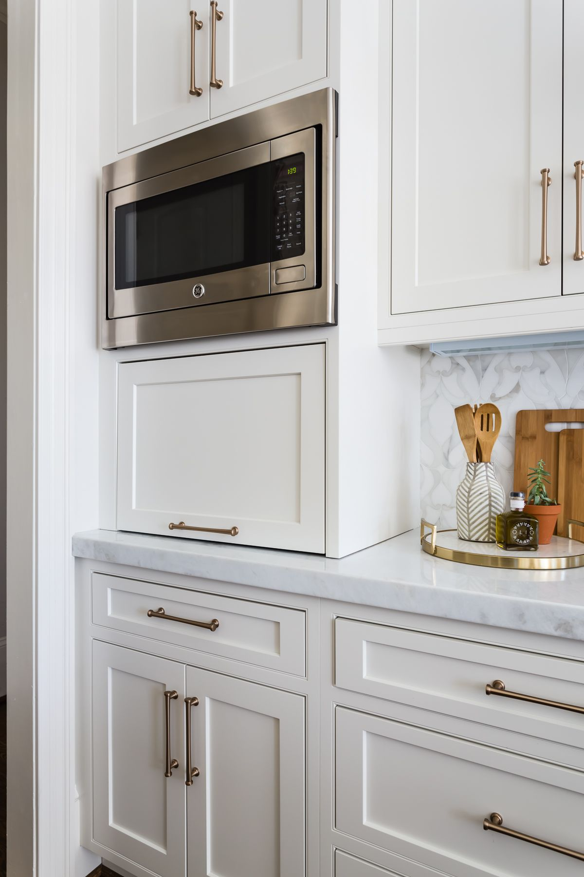 Blue And Brass Inset Kitchen Crystal Cabinets In 2020 ...