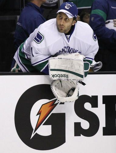 Nhl Draft Vancouver Canucks May Stick With Roberto Luongo Goalies