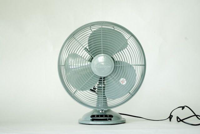 シックなインテリアに合うレトロな扇風機はいかが 扇風機 インテリア 収納 レトロ
