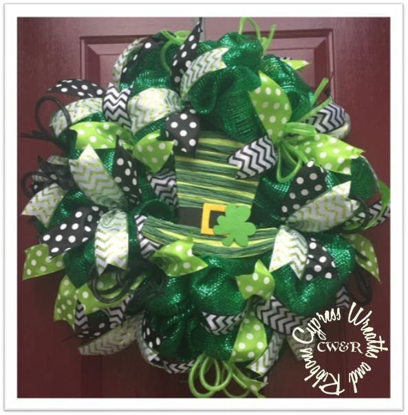 st patrick 39 s day top hat wreath and clover wreaths pinterest deco mesh wreaths st. Black Bedroom Furniture Sets. Home Design Ideas