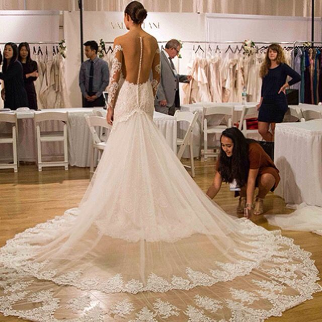#foreveramourbridalboutique previews 2017 designers at #theknot #bridal week