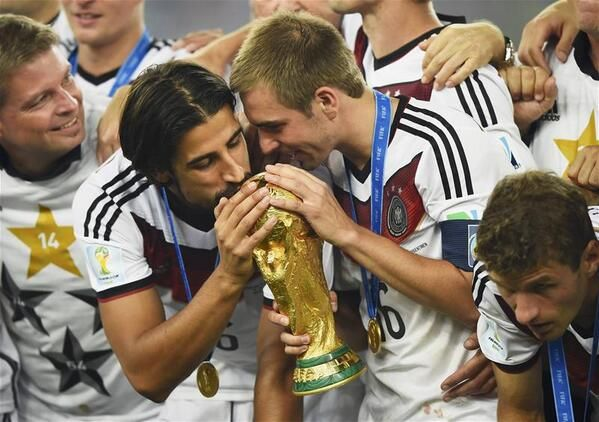 Sami Khedira Is The 3rd Player To Win The World Cup Champions League In The Same Season Ger World Cup Champions World Cup World Cup Trophy