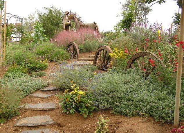Good 10 DIY Ideas How To Use Wagon Wheel In Garden Decor