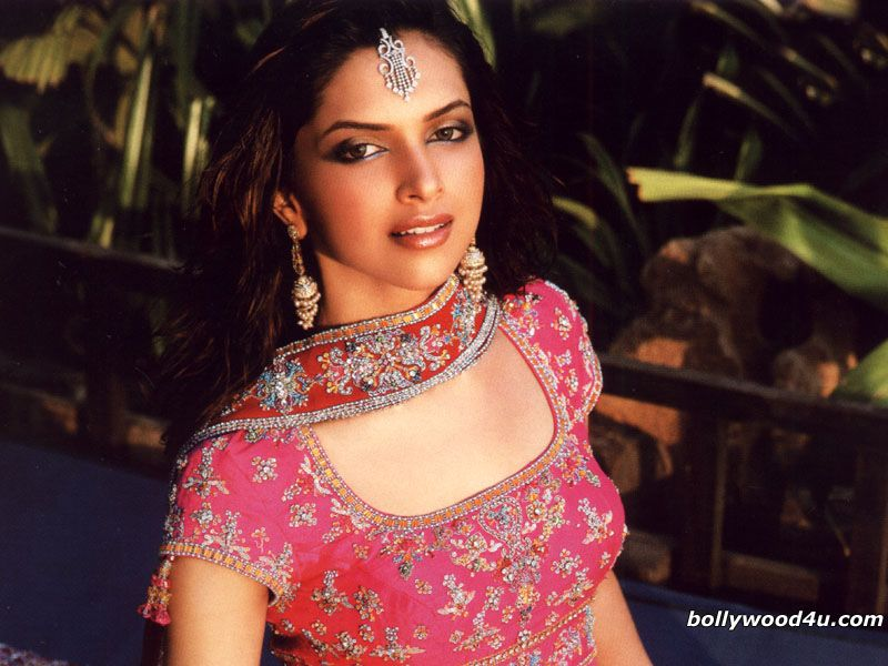 Pin By Sitapatel On Actress Woman Bollywood In 2020 Deepika Padukone Style Deepika Padukone Stylish Actresses