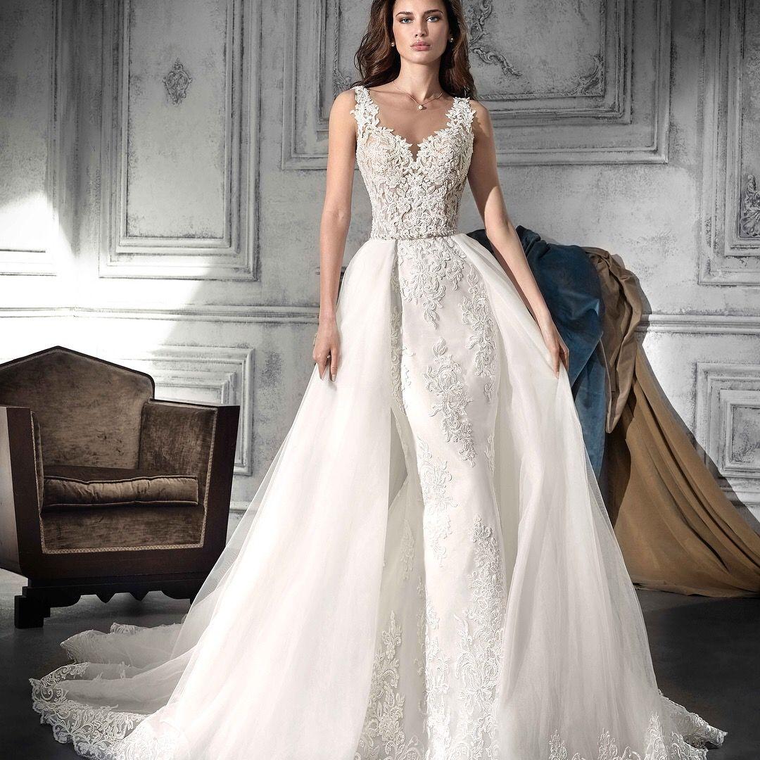 Grandioses Brautkleid des Designers Demetrios; der große Auftritt ...